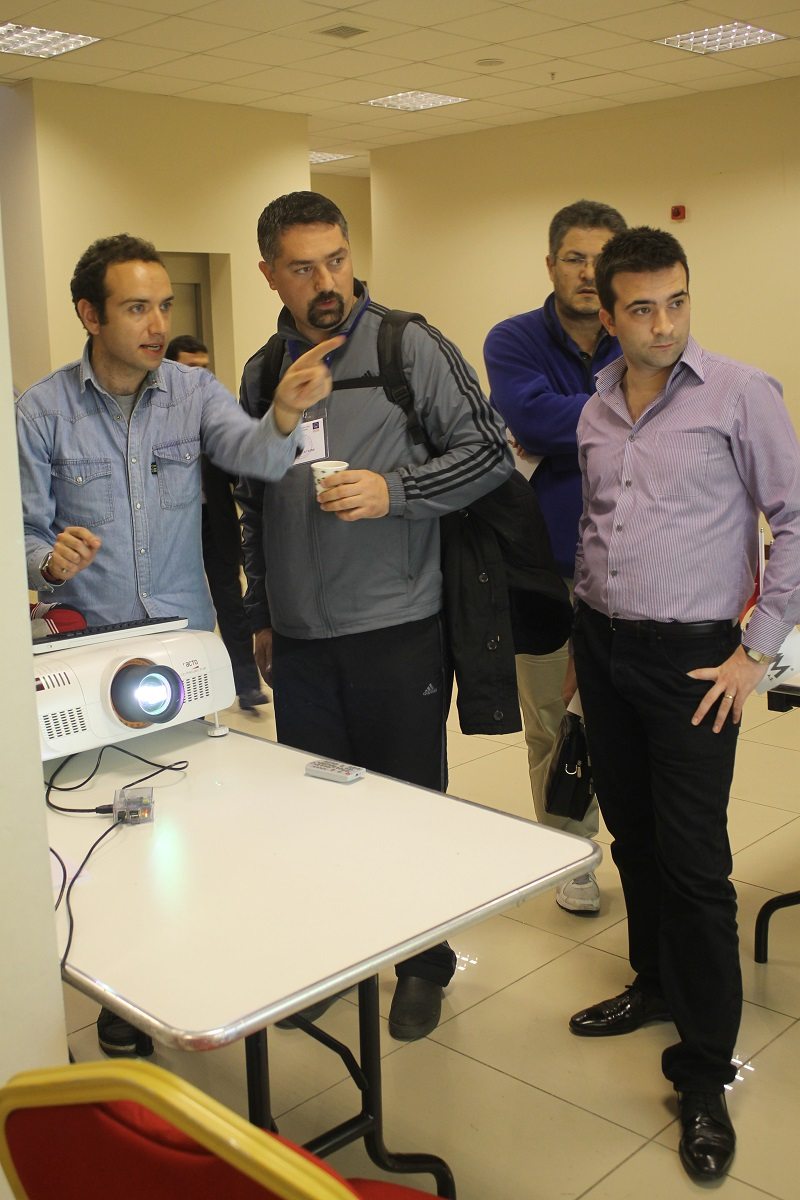 Showing the capabilities of Raspberry Pi connected to a projection system