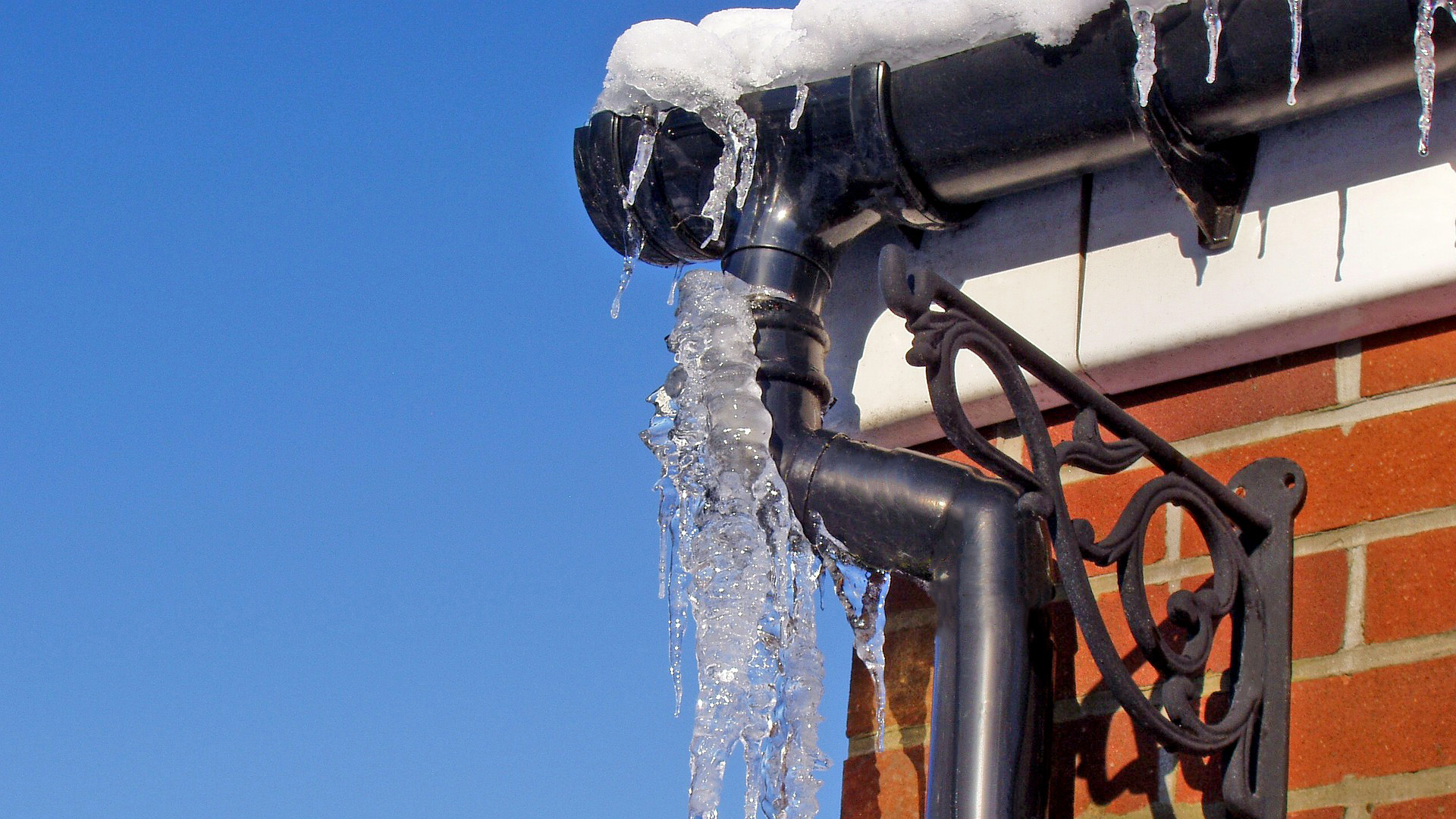 pipe-gutter-down-pipe-frost-protection