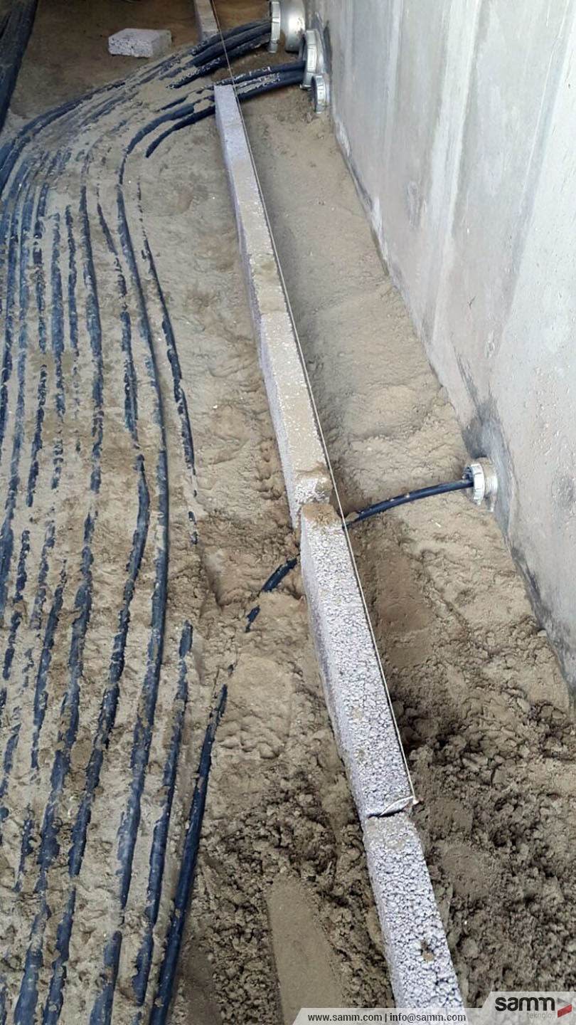 Samm Teknoloji | Brick Wall installation and sand bedding in electrical cable trench.