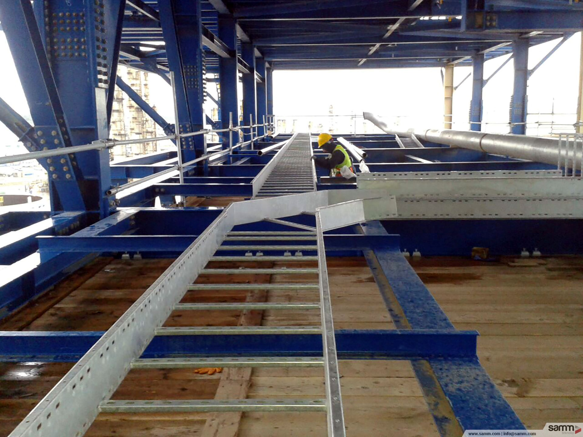 Samm Teknoloji | Ladder type cable way installation in order to pull power and control cables for aircoolers.