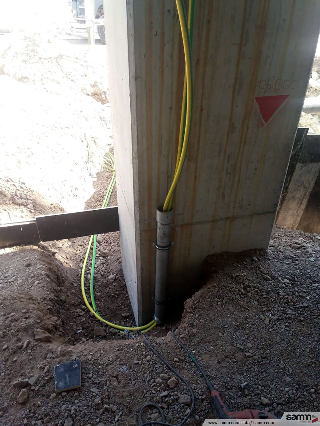 Samm Teknoloji  Grounding cable installation from the main grid between substation floors.